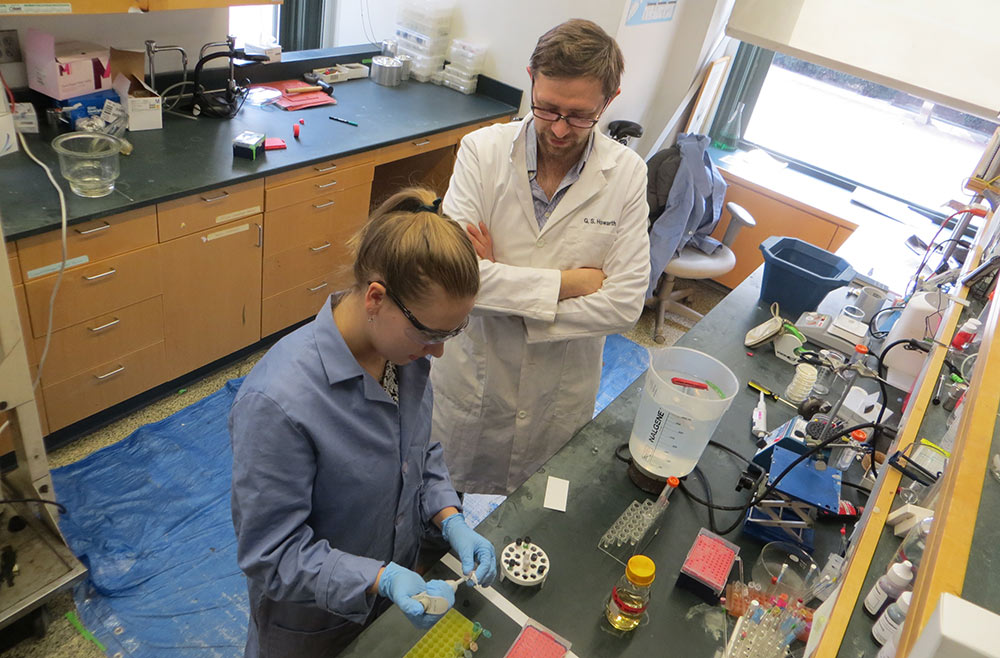 Gary Howarth mentors Lia Parkin, a sophomore at Barnard College in New York. Here they are preparing lipid samples for analysis in the McDermott Laboratory in Columbia University's chemistry department, where Howarth is a PhD student. (Photo by NM Rogawski)