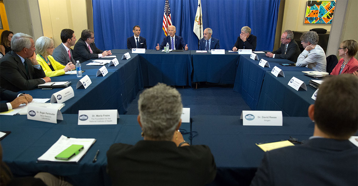 VP Biden holds a roundtable with industry leaders at the Cancer Moonshot Summit. (Official White House Photo by David Lienemann)