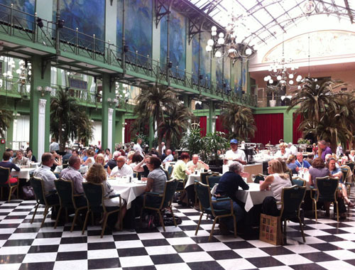 Congress attendees discussed ideas and presentations over lunch at the NH Grand Hotel Krasnapolsky in Amsterdam (Photo by Tanya van Goch)
