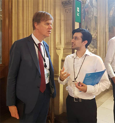 The Rt. Hon Stephen Timms MP discusses the guide with Dr. Hamid Khan, Public Engagement Coordinator for Sense about Science, at Evidence Week in the UK Parliament.
