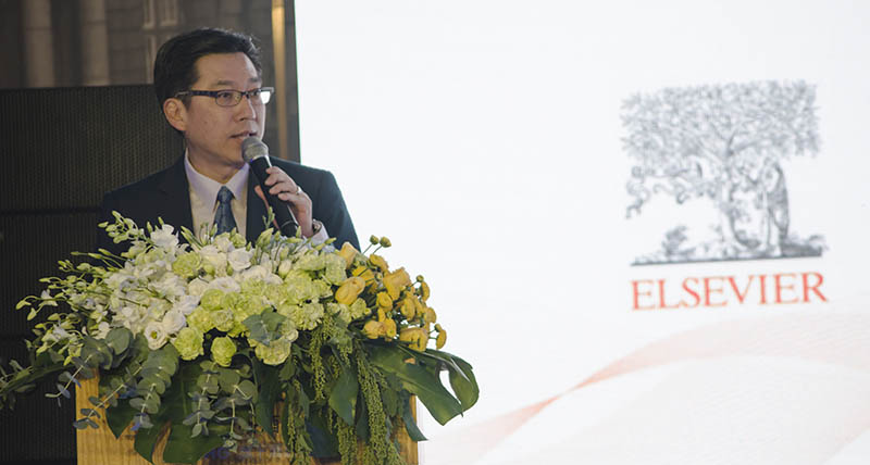 Lim Kok Keng speaks at the ClinicalKey China launch in Shanghai.