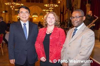 President of the Chinese Academy of Sciences and TWAS, Dr. Chun Li Bai, with Elsevier Foundation Program Director Ylann Schemm and TWAS Executive Director Prof. Romain Murenzi celebrate a sustainability-focused 13th General Conference at the closing dinner hosted by the Austrian Academy of Sciences at the Vienna City Hall. (Photo © Foto Weinwurm)