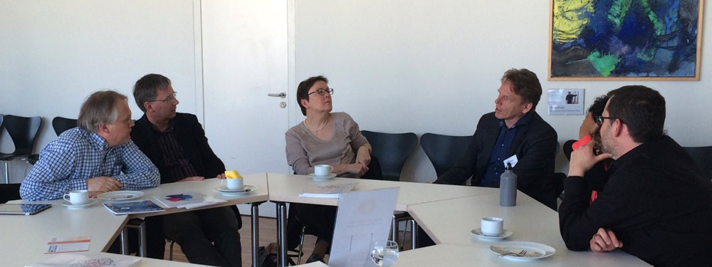 Profs. Thomas Kuner, MD, Hans-Georg Kräusslich, MD, and Irmi Sinning, PhD, discuss research data management with Carl Schwarz, PhD, Gemma Hersh, Policy Director at Elsevier and Jochen Apel, PhD, University library Heidelberg.