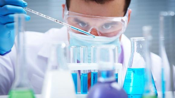 Às vesperas do dia do farmacêutico, conheça as soluções da Elsevier para essa indústria