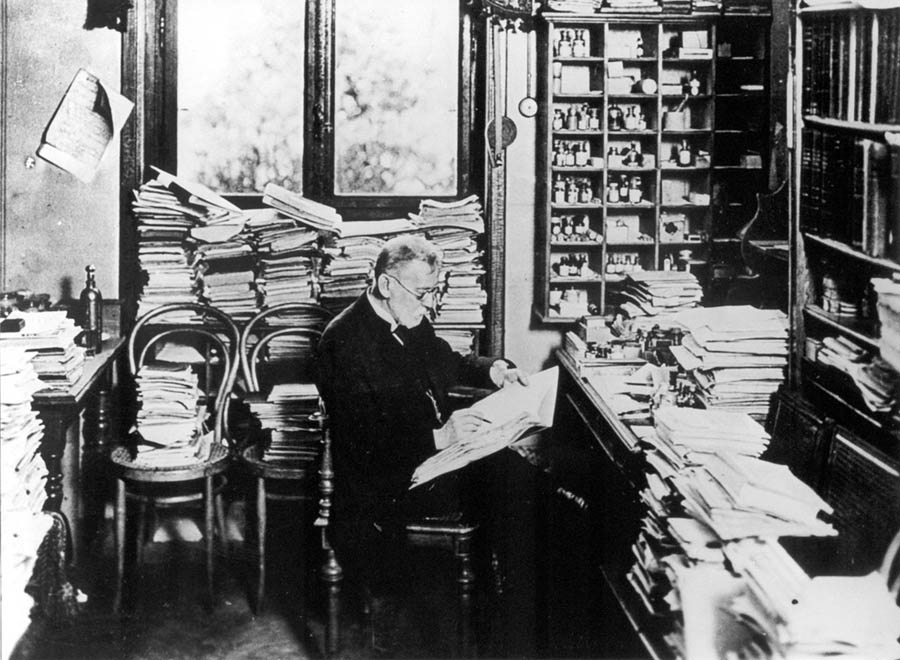 "Paul Ehrlich in his office in Frankfurt, Germany, ca 1900. (<a href=""https://commons.wikimedia.org/wiki/Template:PD-US"">PD-US</a>)"