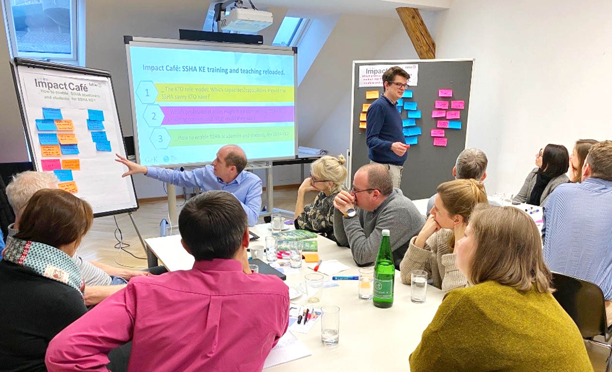 Prof. Nicol Keith works with knowledge-exchange professionals from academia, broker and nonprofit organizations in an impact café setting at the Social Sciences, Humanies & Arts Special Interest Group Meeting: Beyond Training in Social Sciences, Humanities and Arts knowledge transfer December 2019 in Vienna.