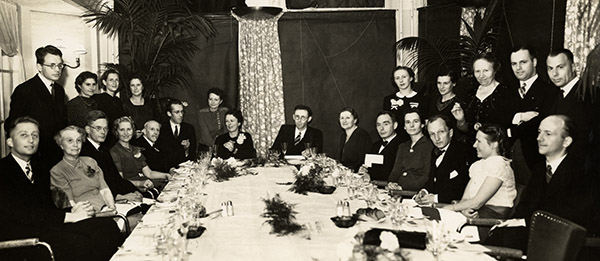 A dinner in celebration of chemist and early company advisor Jan Ketelaar and his wife (in the middle). Klautz is standing at the far right. The Nazis enforced blackout regulations during World War II to counter airstrikes. (Photo courtesy of the Klautz family, Amsterdam)