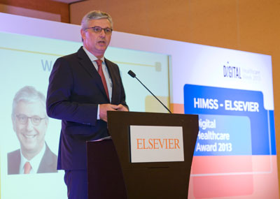 Gerrit Bos, Asia Pacific Managing Director of Health Sciences for Elsevier, speaks at the award ceremony.