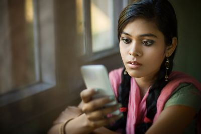 """""""Girl Talk"""": Smartphone app teaches girls about sexual health"""