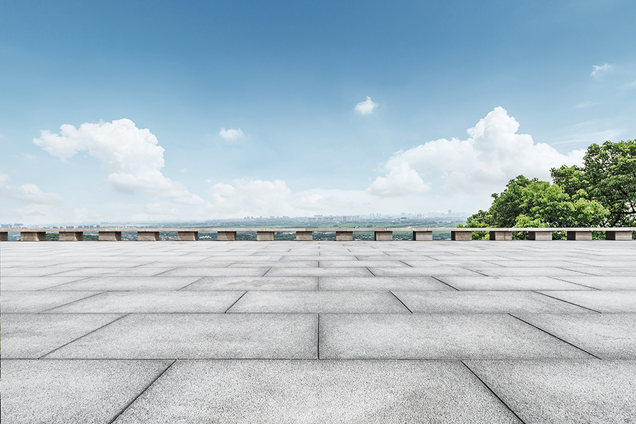 Square floor and blue-sky nature landscape © istock.com/zhaojiankang