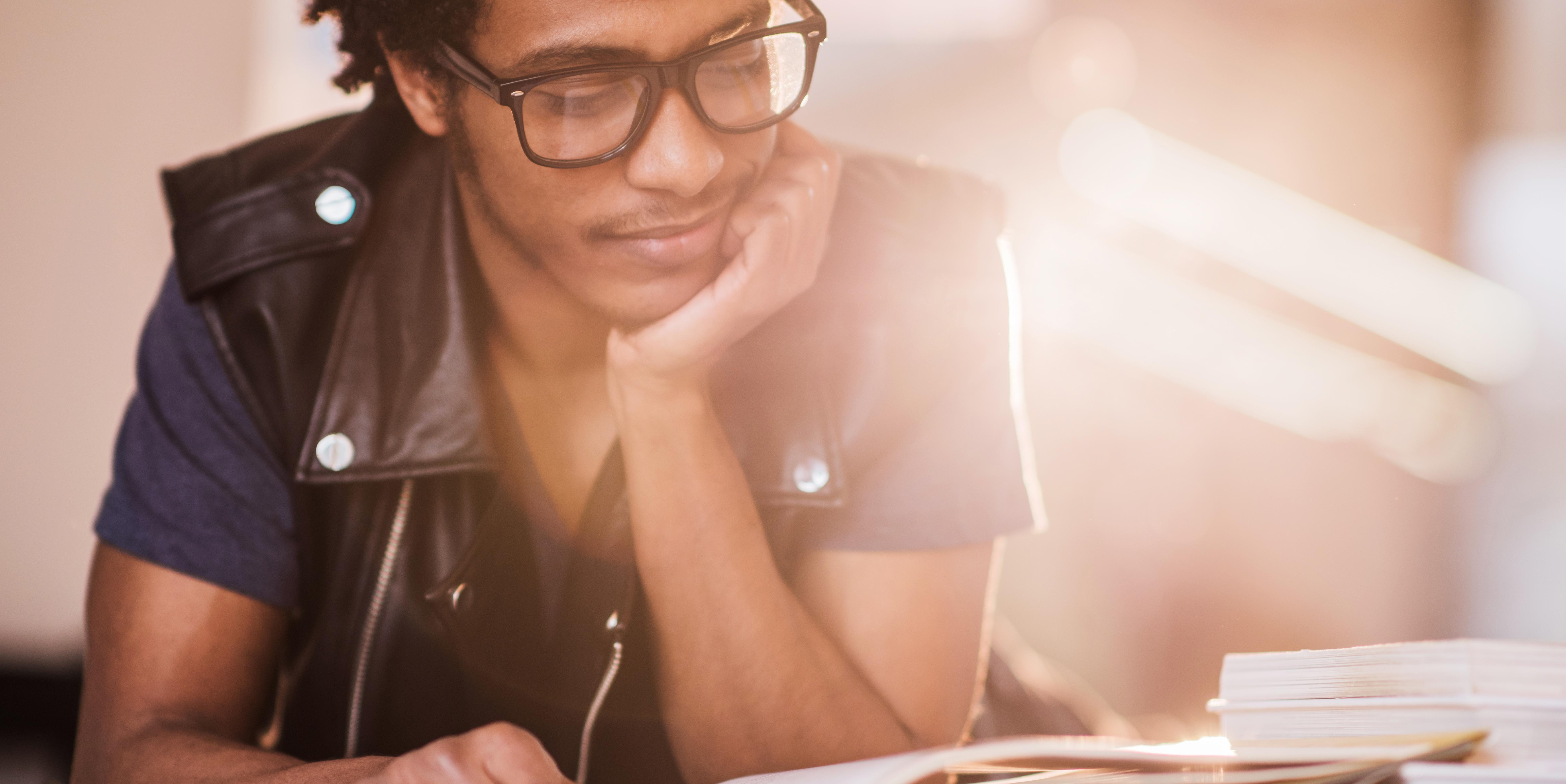 Descubre los libros esenciales que te apoyarán durante todos tus estudios de Medicina.