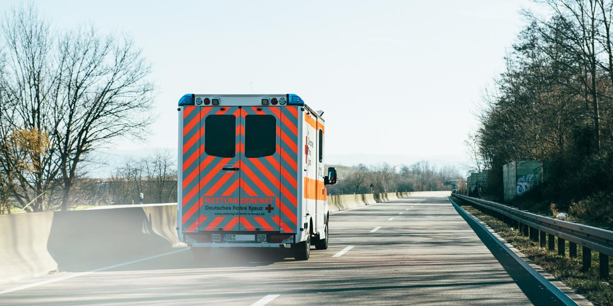 Krankenwagen_Rotes-Kreuz.jpg