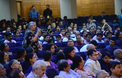 Audience members in Chennai ask Huda Zoghbi questions about her research in neurogenetics. (Photo courtesy of TNQ)