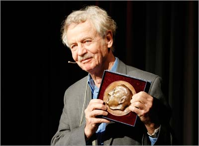 Rudolf Jaenisch, PhD, displays the Otto Warburg Medal at the ceremony.