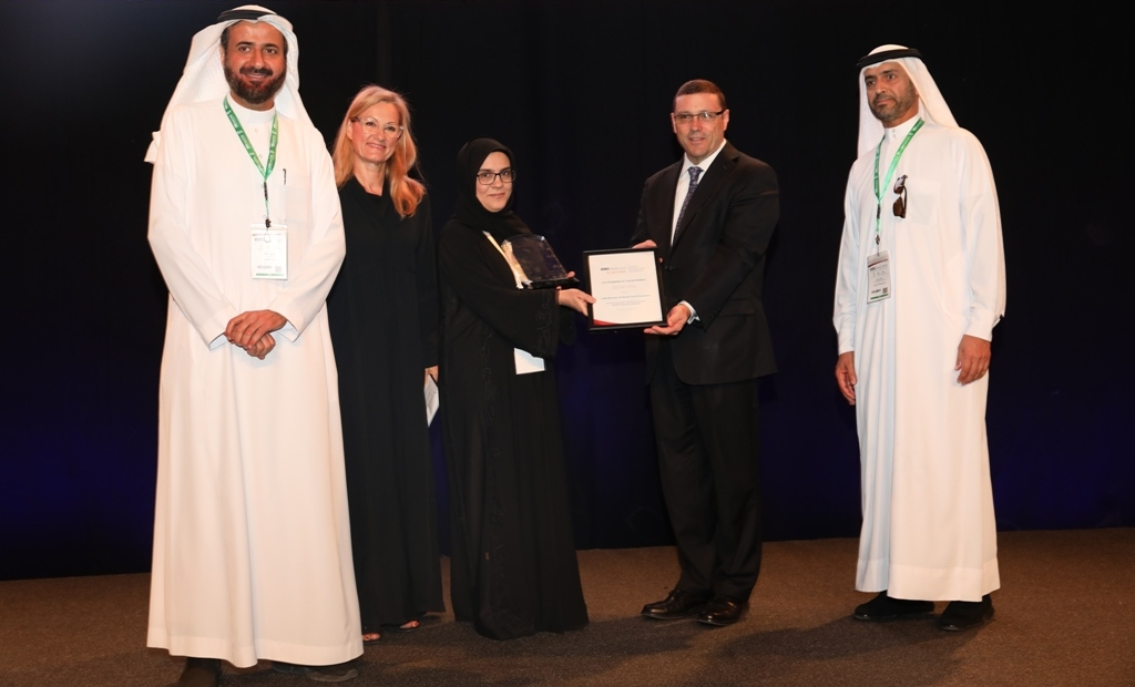 Image of judging panel and winner of HIMSS-Elsevier Digital Healthcare Awards 2018 Middle East