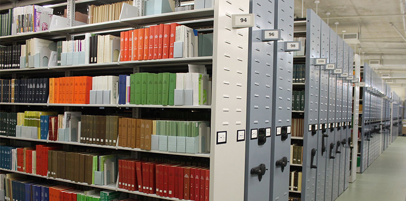 The main book storage facility in the library of the New York Botanical Society. (Photo by Terry Ballard)