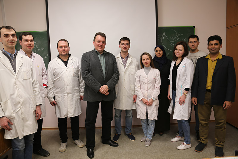Prof. Voskressensky (center) with students at RUDN University (Photo courtesy of RUDN University)