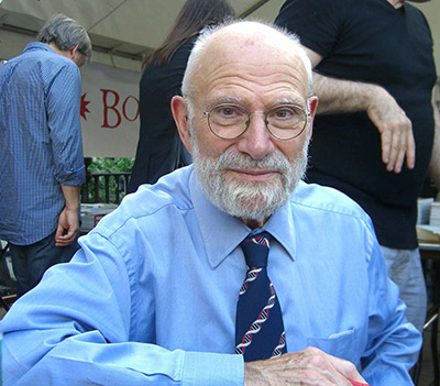 Neurologist and author Oliver Sacks at the 2009 Brooklyn Book Festival, sporting a necktie that features a double helix pattern (Photo  © Luigi Novi / Wikimedia Commons)