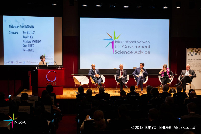 Dr. Yuko Harayama moderates the first plenary session at the INGSA conference as panelists discuss how to integrate the UN SDGs into the science-policy interface. (Photo © Tokyo Tender Table Co Ltd)