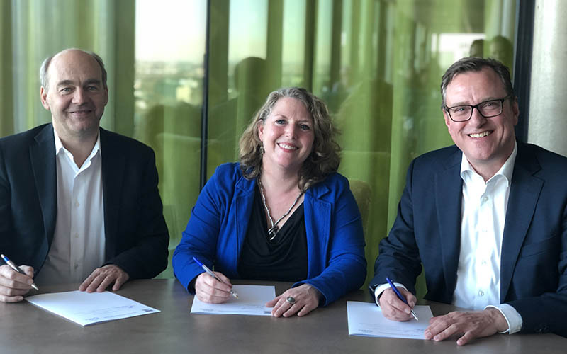 Signing the Elsevier-Elsevier Foundation-ISC3 memorandum of understanding: Friedrich Barth (Managing Director of ISC3), Ylann Schemm (Director of the Elsevier Foundation) and Rob van Daalen (Senior Publisher for Chemistry at Elsevier).