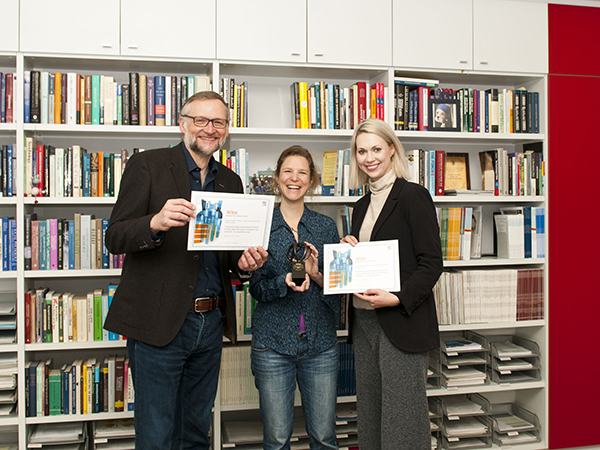 Dr. Ralph Hertwig, Dr. Sonja Hilbrand and Helen Haber of Elsevier at the Atlas Award Ceremony on April 21st in Berlin