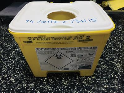 conteneur spécial pour objets piquants, tranchants, coupants