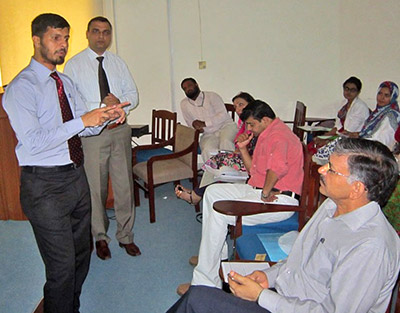 Dr. Farooq Rathore gives an AuthorAID workshop in Pakistan.