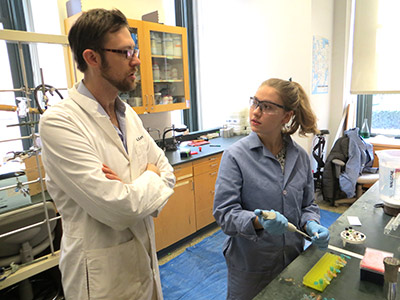 Gary Howarth mentors Lia Parkin, a sophomore at Barnard College, in the McDermott Laboratory of Columbia University. (Photo by NM Rogawski)