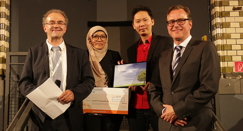 Second prize winners Prof. Suzana Yusup, PhD, and Daniel Joe Dailin, PhD, pose with pose with Conference Chair Prof. Klaus Kümmerer, PhD, (left) and Elsevier Senior Publisher Rob van Daalen.