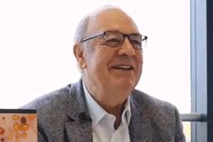 Rencontre avec Gérard Lorette qui présente l'ouvrage, Dermatologie : l'essentiel
