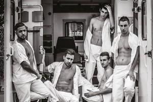 Des infirmiers nus pour la bonne cause
