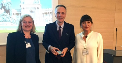 Dr. Richard Horton (center) poses with Dr. Jacqueline Müller-Nordhorn, President of the Association of Schools of Public Health in Europe, ASPHER (left), and Dr, Katarzyna Czabanowska, a member of the ASPHER Executive Board.