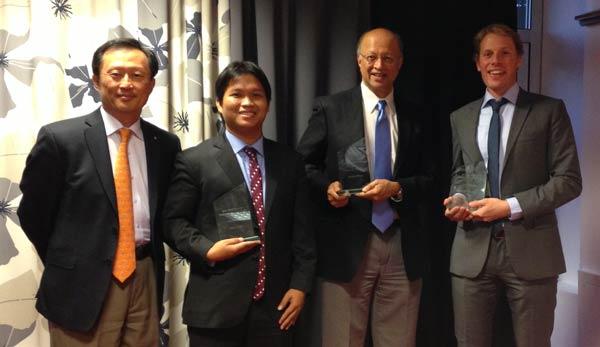 2013 Winners (Left to right): YS Chi, Director Corporate Affairs at Reed Elsevier; Hengly Aun, WaterSHED, first prize; Dr Ashok Gadgil, Gadgil Lab UC Berkeley, second prize; Arjen Swan, Text to Change, WASH Alliance prize