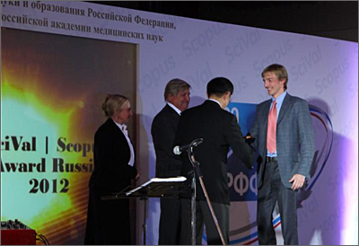 "Elsevier Chairman Youngsuk ""YS"" Chi presents an award to the colleague of one of the laureates,  Aleksey Khohlov, who was away on business. From left to right: Natalia Rodionova (translator), Vladimir Eliseev (Director of Russian Foundation of Basic Research), YS Chi, Aleksandr Chertovich (the colleague of Aleksey Khohlov, Moscow State University) and Maria Skachkova (Master of Ceremony)."