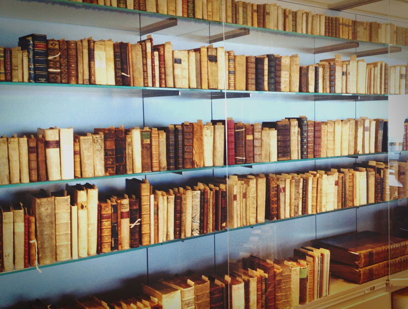 The Elsevier Heritage Collection resides in a humidity-controlled glass case on the top floor the Elsevier building in Amsterdam. It comprises over 2,000 volumes with more than 1,500 distinct titles published by the original House of Elzevier from 1580 to 1712.