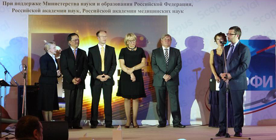 <strong>The Award Ceremony</strong>. From left to right: Natalia Rodionova  (translator), YS Chi (Chairman, Elsevier), Igor Osipov (Regional Director – Russia and Belarus, Elsevier), Dr. Natalia Kurakova (Deputy Head of Innovative Development of Science Department, Russian Academy of Medical Science); Vladimir Eliseev (Director of Russian Foundation of Basic Research),  Maria Skachkova (Master of Ceremony), Igor Fedyukin (Deputy Minister of Education and Science of Russian Federation)