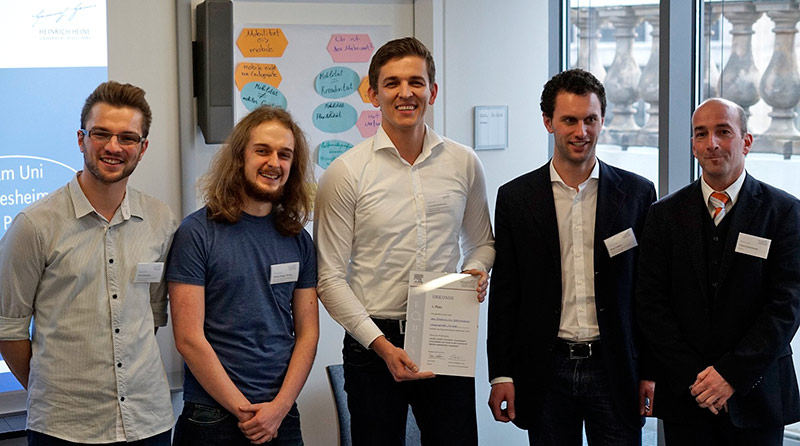 ReQuest Award 2014: The winning team from the Cologne University of Applied Sciences with Claus Grossmann (far right), Regional Director for Research Solutions at Elsevier, in Düsseldorf, Germany.