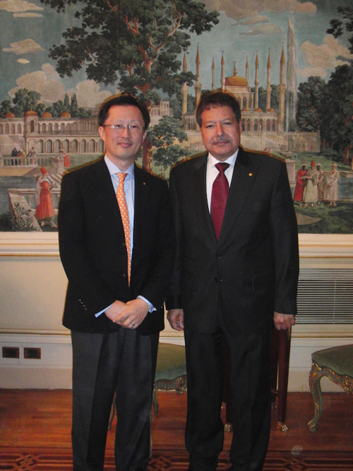 YS Chi with Dr. Ahmed Zewail, Founder and Chairman of the Zewail City of Science and Technology. Dr. Zewail is the 1999 Nobel Prize winner in chemistry and a long-time Elsevier editor.
