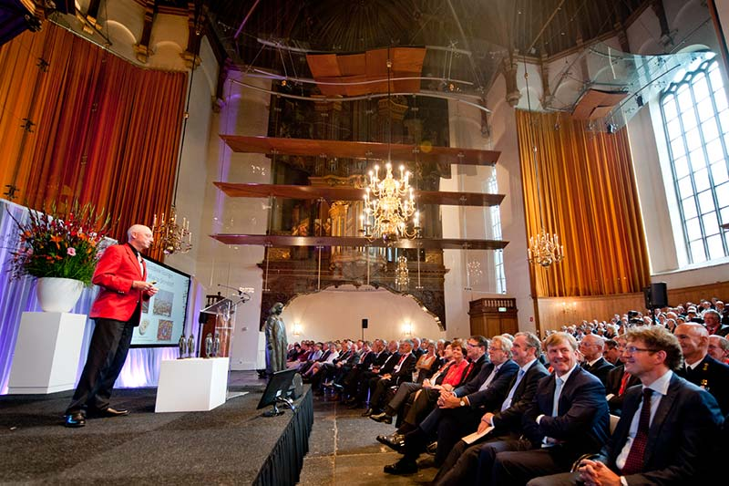Mark van Loosdrecht, PhD, gives a presentation at the Spinoza Prize ceremony September 9 at the Nieuwe Kerk in The Hague. (Photo by Sascha Schalkwijk)