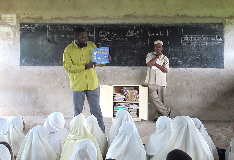 A teacher at Pale Primary School in Unguja leads a reading activity.