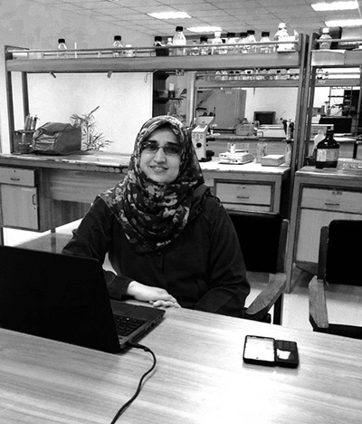 Bushra Jamil in the lab at Comsats Institute of Information Technology in Islamabad, Pakistan, where she is pursuing a PhD in nanobiotechnology and microbiology